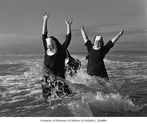 seattlearea_nuns_on_vacation_grayland_1960
